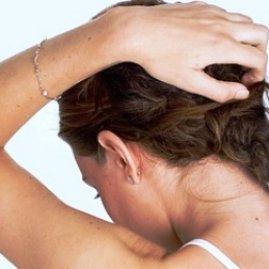 Зуд кожи головы: причины и лечение