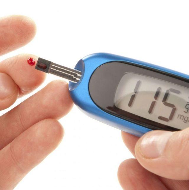 От чего может подниматься сахар в крови: причины, симптомы